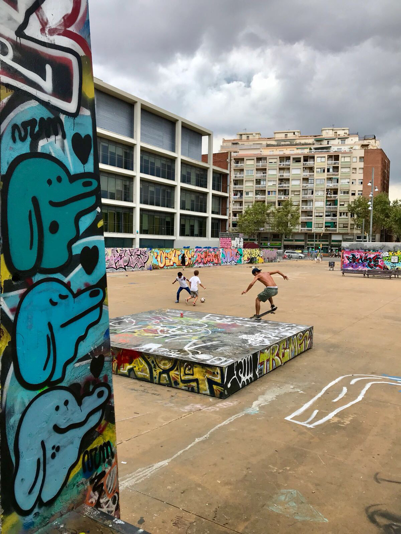 Wallspot - V2M -  - Barcelona - CUBE tres xemeneies - Graffity - Legal Walls -