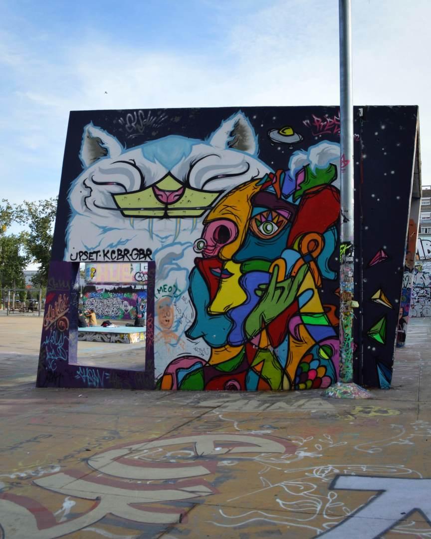Wallspot - Splatrs - Beautiful feline and friendly face - Barcelona - Tres Xemeneies - Graffity - Legal Walls - Illustration