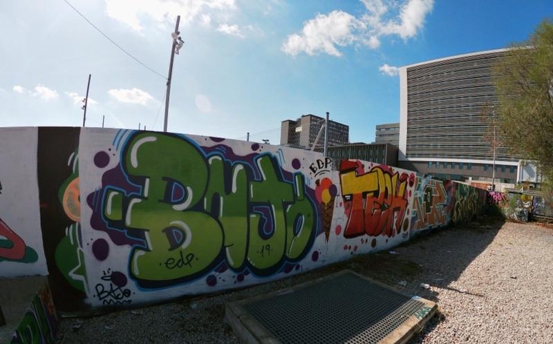 Wallspot - J.Bajo - Noo encontraamoos Plasticaaa Blaanca barataa - Barcelona - Parc de la Bederrida - Graffity - Legal Walls -